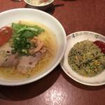 大阪王将 - 塩ラーメンとミニほうれん草焼飯ランチ