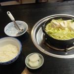 玉山支所前食堂 - ホルモン鍋&ご飯(半分)