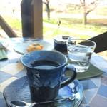 珈琲豆屋 - テラス席でお花見しながら至福の一杯
