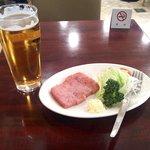 藤館 - 生ビール(中)&荒挽ハムステーキ炙り