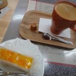 カフェ&ダイニング レジェンド - コーヒー付き、ケーキを追加