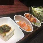 焼肉とビール 市場小路 - 御膳のナムル2種・肉味噌豆富・サラダ