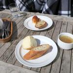 GARB CENTRAL - ランチのパンとスープ