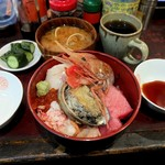 うなぎ 米花 - インパクトの強い海鮮丼。