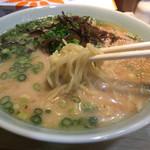 博多ラーメン かっぱ亭 - 6番の中華麺(中細麺)