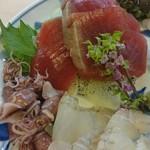 いづ政 - 料理写真:ヒラメ 白海老 〆鯖 烏賊 湯がいたゲソ 初鰹 初蛍烏賊