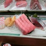 卯月寿司 - 鯛・つぶ貝・中トロ・〆鯖