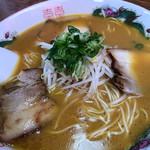 中華そば 遊山 - チャーシューは柔らかで脂っぽくない。麺はそれなりに腰がありました^ ^ちょっと慣れてきたもやし(笑)