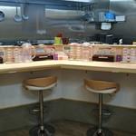 拉麺開花 - カウンター(8席)がメインのお店です☆