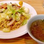 味鶴園 - 料理写真:五目やきそば(スープ付 840円) このメニューだけでも充分な存在価値を感じさせます・・絶品