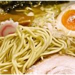 麺屋 ふじ田 - ちょっと粉っぽくモッタリと重たい麺。もっとプリっとしてほしいなー。