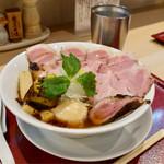 燃えよ 麺助 - 料理写真:■特製金色貝そば 990円