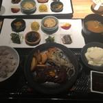 市場小路 - ハラミステーキ おばんざいプレート(¥1463)
