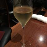 キュイジーヌ・ド・オオサカ・リョウ - グラスシャンパンで乾杯〜♪