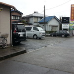 一休 - 駐車場
