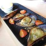 ヱビスバー - 広島ムール貝のガーリックパン粉焼き 880円