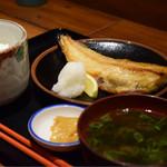 魚まみれ眞吉 - ホッケの塩焼定食@税込800円:日本人で良かったぁ…的な風景(笑)