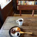 64877993 - ブレンドコーヒー#7¥430、スコーン¥200、カヌレ¥180