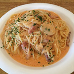 パスタヤ - 海老と石川ベーコンのトマトクリームスパゲッティ
