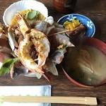 64883562 - 海鮮丼 1200円(税別)