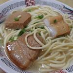 菊栄食堂 - やはりかまぼことお肉は隠れてるのね