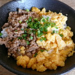 麺や 晴れる家 - そぼろご飯(ランチ時無料)