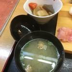 こぶや亭 - 小鉢とみそ汁