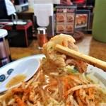 山田うどん - 肉は豚バラ