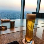 ZK - ドリンク写真:エビスビール  美しい夕暮れ