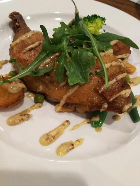 ラ・ブラスリー - (2017年4月 訪問)メインの鶏もも肉のコンフィ。身離れも良くホロホロ食感。