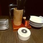 64893383 - 【2017.4.2(日)】テーブルにある箸と取り皿