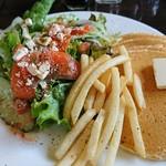 64896925 - サーモンとクリームチーズサラダ