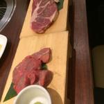 牛角ビュッフェ - 熟成赤身うわみすじ、熟成厚切りカルビ