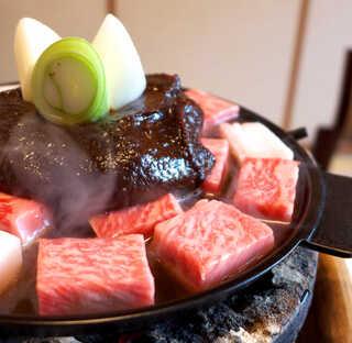 太田なわのれん - 真打ち・牛鍋が登場! サイコロステーキのように切られた黒毛和牛の上に、江戸甘味噌が乗っかる!