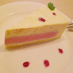 649026 - ホワイトチョコと苺のケーキ