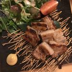 熟成魚と日本酒と藁焼き 中権丸 - 豚ばら味噌漬け焼き