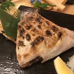 熟成魚と日本酒と藁焼き 中権丸 - 本日のかま焼き 鰤