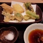 日本料理 百屋 - 春の山菜の天ぷら