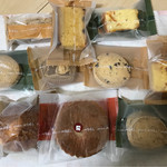 ノエル - ひまわりの種・塩・チョコチップ・マーブルクッキー、栗・あんず・あんず・プレーンのバターケーキ、ガトーオレンジ、ヌス、カップケーキ