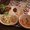 Baburuhayatsu - 料理写真:サラダ系、キャベツミックス、大根ミックス、ひよこ豆のサラダ。ゴマペースト、レーズン豆のサラダと野菜煮込み、グリーンライムジュース