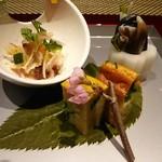 鉄板焼 銀明翠 - 前菜三種 わらびとトリ貝の和え物、山椒豆腐、鶏ささみの和え物