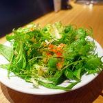 64909434 - 8種類のレタスのグリーンサラダ 880円