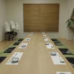 粋酔 廣 - 奥にある個室は週末は早めに予約した方がいいそうです。16名まで。