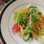 ステーキハウス キッチンリボン - みずみずしいサラダ!