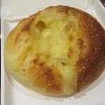サンマルクカフェ - 3種チーズのフランスパン 248円