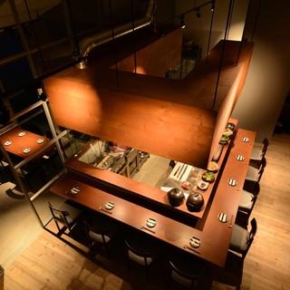 ★近代的ー天井の高い開放的な空間で楽しむ食事の時間。