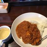 64930307 - チキンカレー大盛とスープ