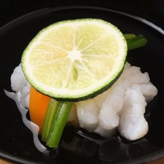 新鮮な魚介類と野菜を使用した、とっておきの一品を。