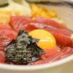 鮪喜 - 漬け丼@税込960円:写真的に、海苔の位置が微妙ですね(笑)鮪・酢飯共に、美味しく頂きました。