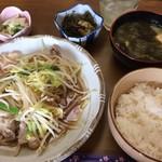 英 - この肉野菜定食が何と500円